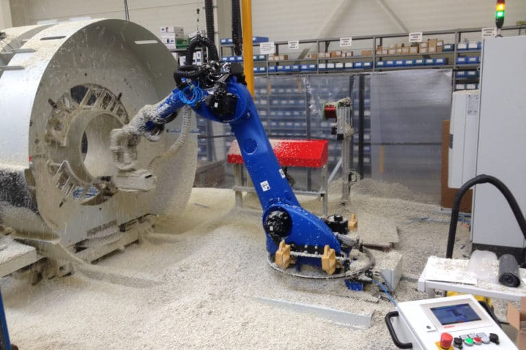 Software and commissioning of the RFA robotized machining center for plastic pipes