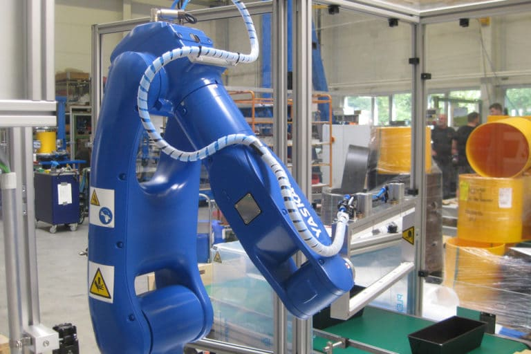 Comprehensive automation of the metal mould labelling process including palletising