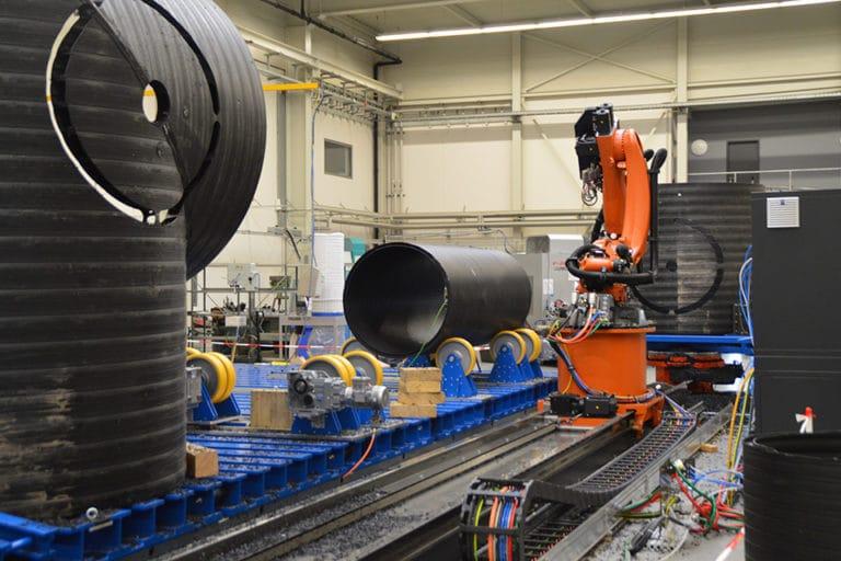 Instalacja zrobotyzowanego centrum obróbczego RFA wysokogabarytowych rur z tworzyw sztucznych